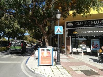 Papelera publicitaria de 100x70 cm en San Pedro de Alcántara, Málaga