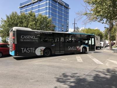 Autobus publicitario de Urban Simple en Coín, Málaga