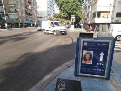 Papelera publicitaria de 120x150 cm en Marbella, Málaga