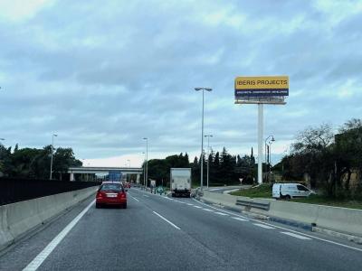 Monoposte publicitario de 10.4x4 m en Marbella, Málaga
