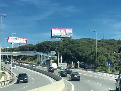 Monoposte publicitario de 10.4x5 m en Marbella, Málaga