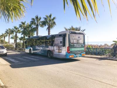 Autobus publicitario de Urban Simple en Mijas, Málaga